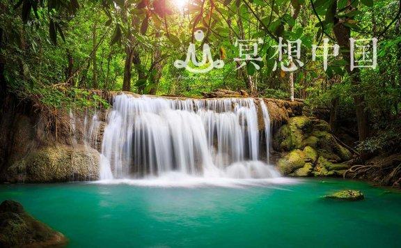 放松瀑布:水的自然声音,以冷静下来,恢复能量
